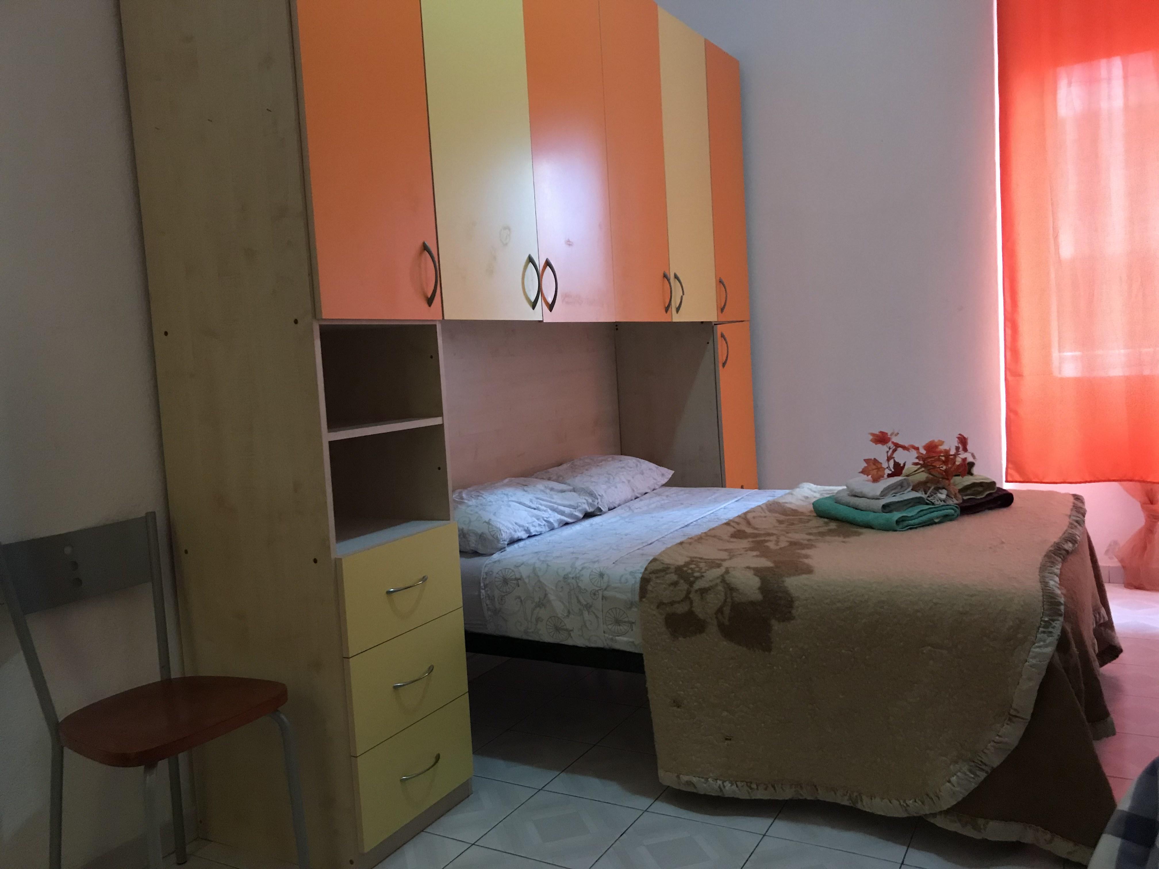 Camera 6 con bagno in comune e aria condizionata